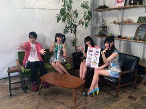 【画像】声優の山下七海さん、座り方が完全にキャバ嬢…
