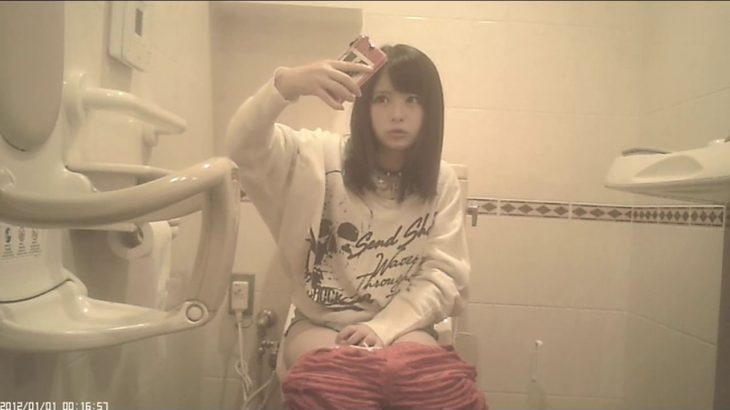 【悲報】まんさん、トイレで自撮りしてしまう