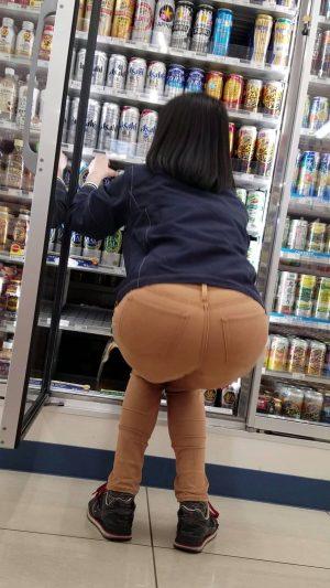 デニムのパンツ履いてる女のえっろいえっろいお尻好きなやつwswswswswsw