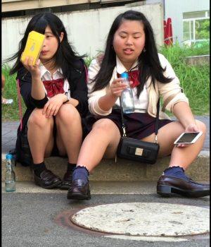 【画像】望結似のJK座りチラ