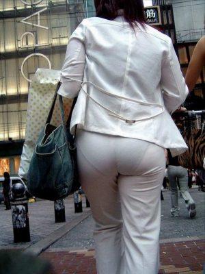 【画像】こういうムチケツなのにわざとピチピチパンツスーツ女子wwwywwwyww