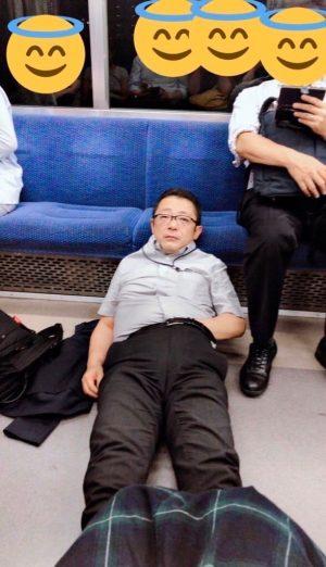 【画像】JKさん「前の席のオッサンがこっちを見ながらズボンに手入れてシコっててキモい」パシャ