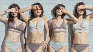 【画像】50代のBBA水着で20代に混ざるWWWWWWWWWWWWWW
