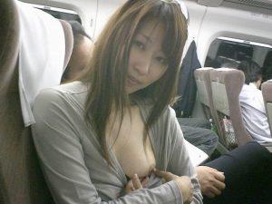 【画像】露出癖のある人妻さん(38)、飛行機内でおっぱいをさらけ出してしまうwxwxwxwxwxwxwxwxwxwx