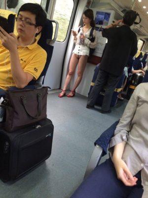 電車にノーパンおってクソワロタ