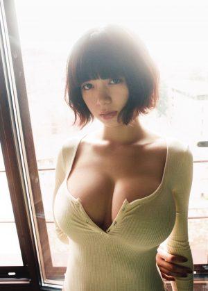 【画像】池田エライザさんのお乳、爆発しそう