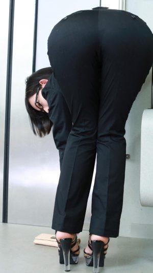 【尻】こういうポーズのエロ画像探してるんだが!!!!!!