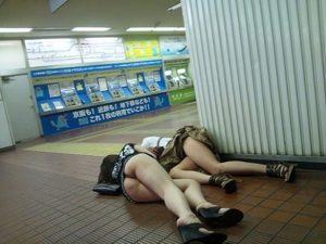【画像】駅でHな落とし物が発見されてしまうww
