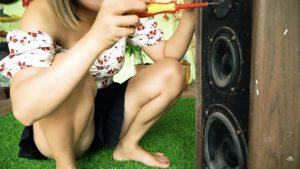 【画像】女の子がパンツ丸出しでパソコン組み立てる動画エロ過ぎて草