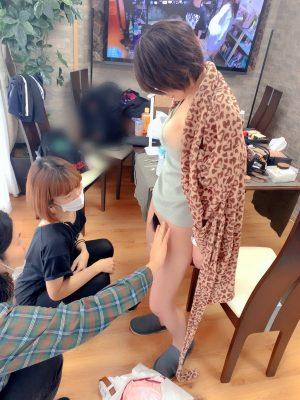 AV女優・深田結梨さん、撮影前にマン毛を切り揃えてもらうところをTwitterに載せる