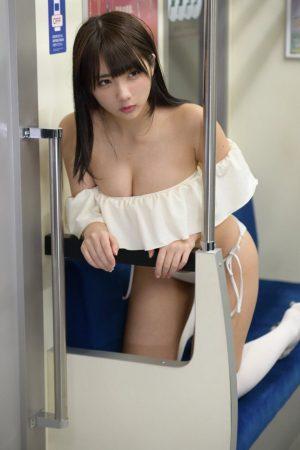 【画像】セックス、とんでもない格好で電車に乗ってしまう