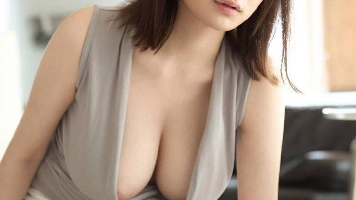 【画像】巨乳OL乳輪がでかすぎて胸元からチラ見えしてしまう