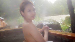 【画像あり】まんさん、温泉に入り記念撮影してうっかり乳首を写した写真をインスタに上げてしまう