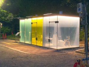 【画像】渋谷区の透明公衆トイレがハイテクすぎると話題に
