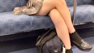 【画像】最近のJKさんの靴下、めっちゃダサい😰