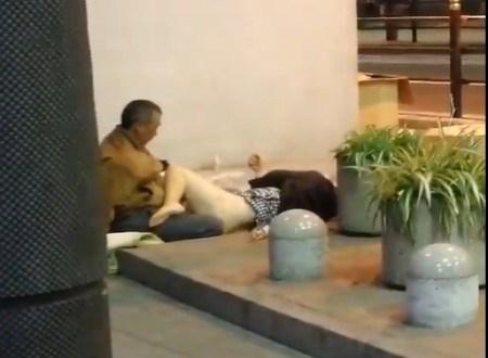 【画像】東京さん、泥酔女性がホームレスにレイプされる街だった