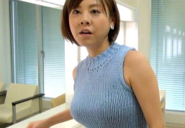 【画像】こういう着衣巨乳ニットが街歩いてると勃起してしまうよな