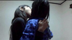 【画像】女の子同士のおふざけベロチュー、割りとエッチ…【GIF】