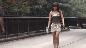 【画像】服下げられておっぱいポロリしてる女ってエロいよなwwwwwwwwwwwww