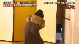 【画像】テレ東の田中瞳アナ、尻文字をしたせいでお尻のワレメまでくっきり写ってしまう