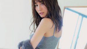 【画像】新山千春(40)が20年ぶりのグラビアでエッチなお尻を披露wwwwwwwwwww