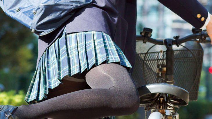 【画像】スカート短すぎてお尻の始まりが見えてる女子高生ww
