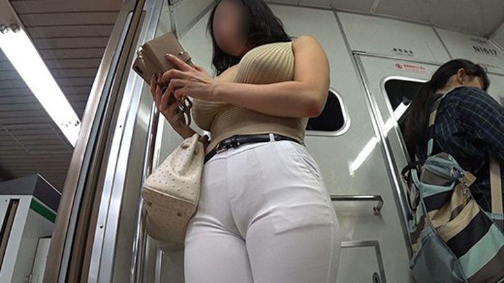 【悲報】街中で見かけるおっぱい大きい女、大抵下着補正