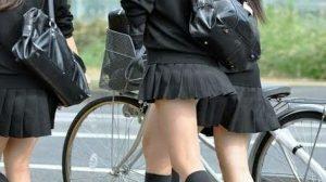 【画像】00年代のヤリマンJK共、どう見ても公然猥褻