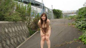 【画像】露出願望の女。観光者に見せつけてしまう