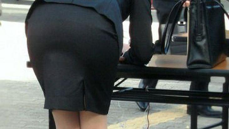 【画像】むちむちのリクルートスーツは廃止するべき