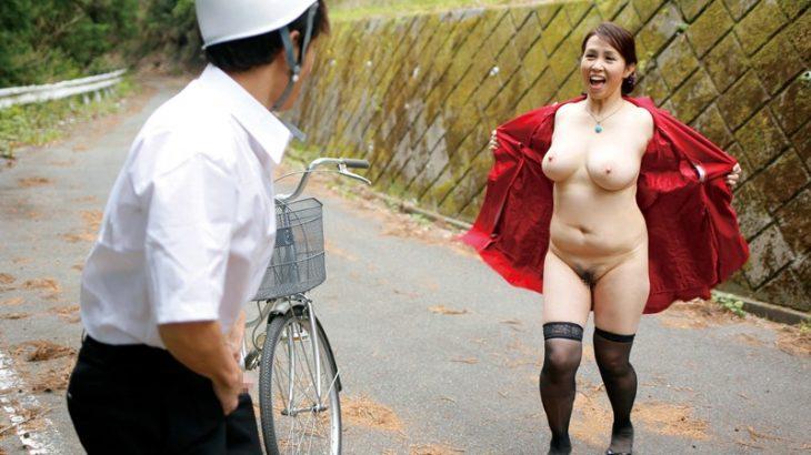 【画像】露出狂おばさんが出た!