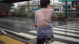 [画像]突然の雨でびしょ濡れのJKwwwwwww