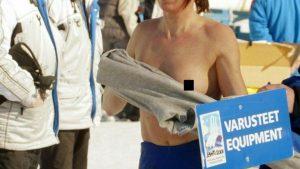 【画像】女性アスリートさん、お着替え中に乳首ポロリしてる所を撮られてしまう……