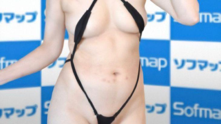 【画像】ソフマップのモデル、ついに脱ぐ