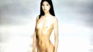 江角マキコの若い頃のヘアヌード画像を貼った方がいいのか悩む
